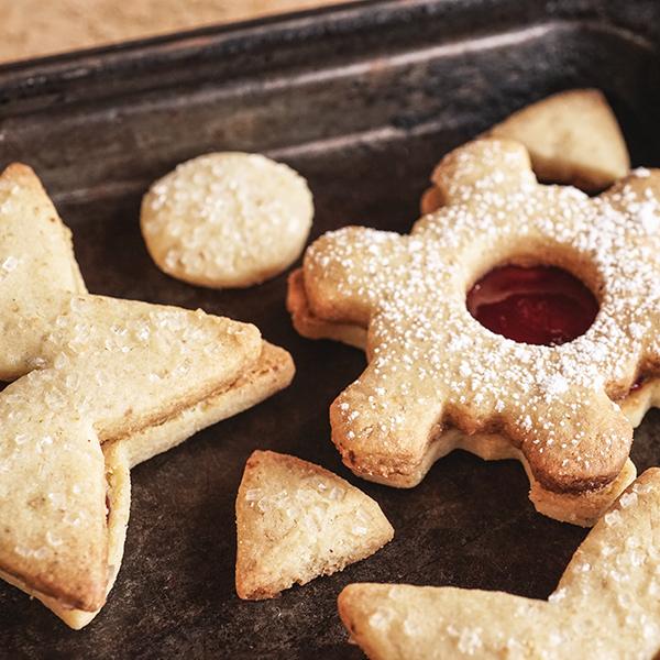 Linzer Augen – Raspberry Hazelnut Cookies