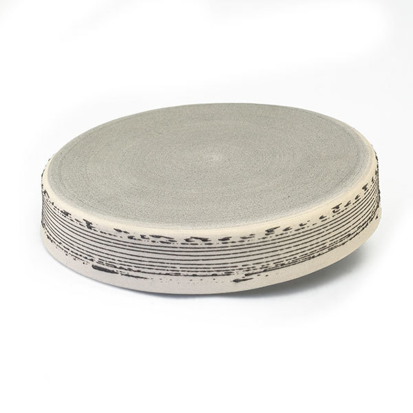 Olja Plate - Cream with slate accent