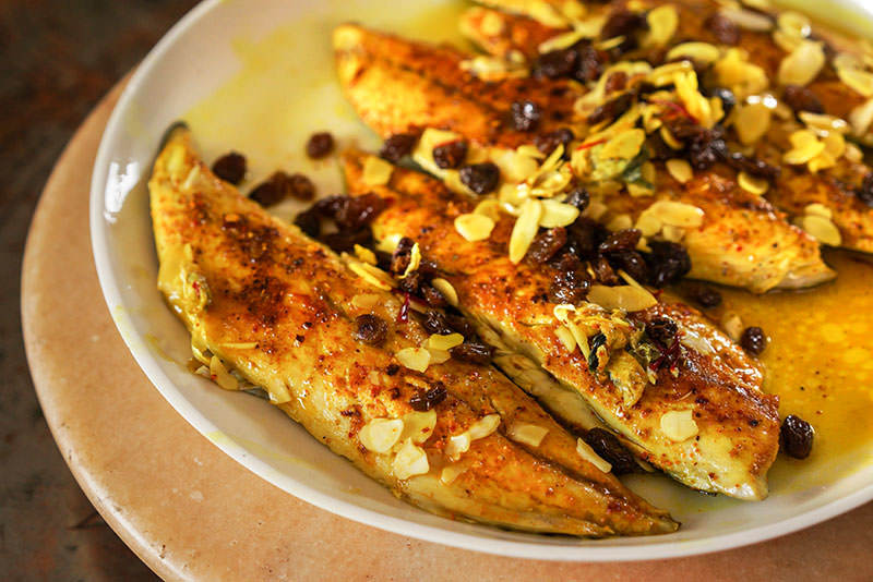 Mackerel Filets with Almonds and Raisins