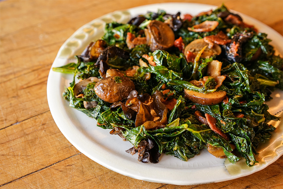 Kale With Bacon And Mushrooms