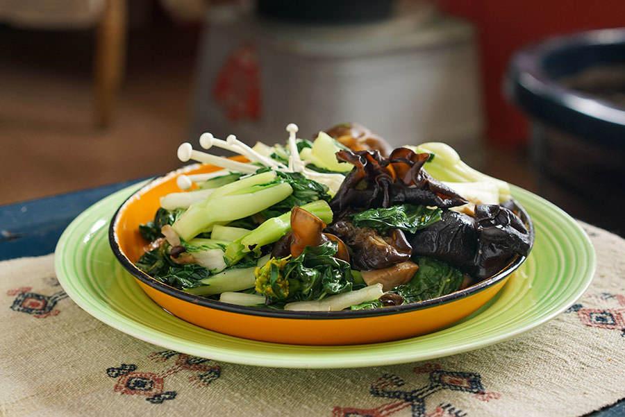 Stir-fried bok choy and mushrooms