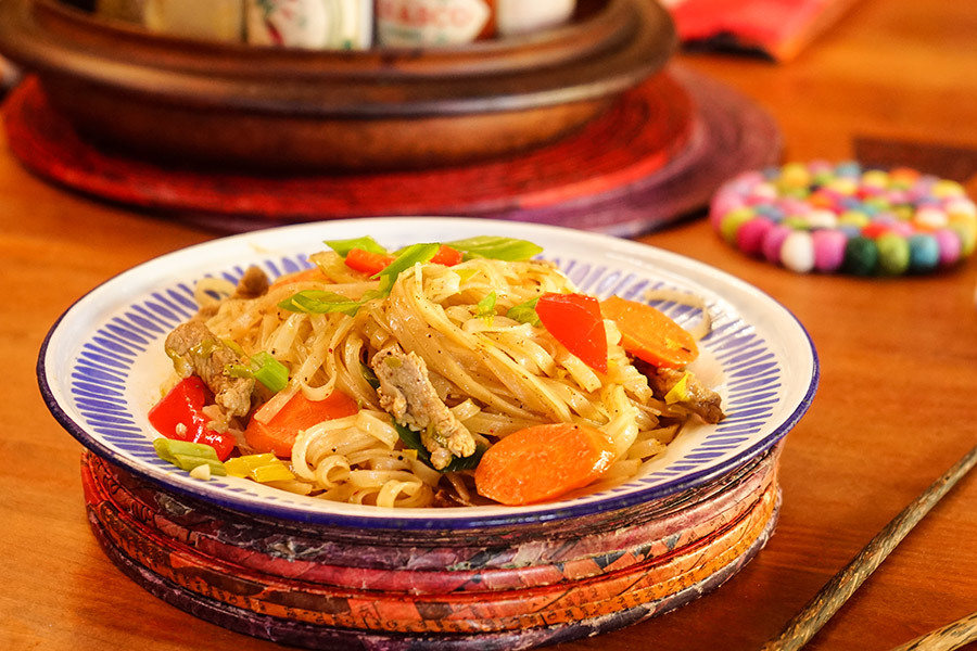Stir Fried Noodles With Pork And Vegetables
