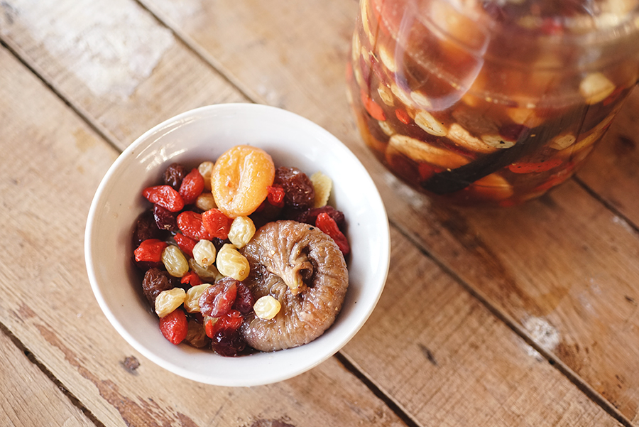 Dried fruits salad with vanilla