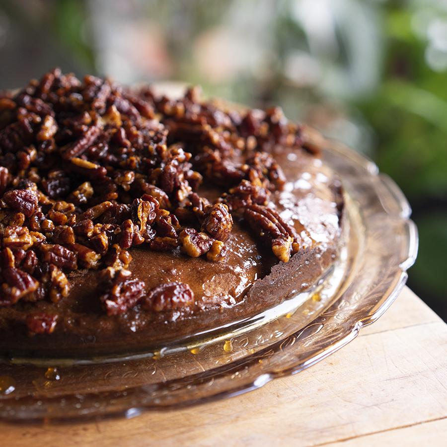 Pecan and cinnamon honey cake